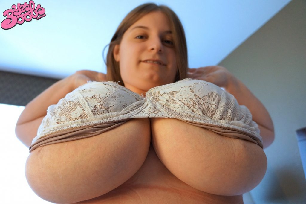 Sarah Rae Big Tits Measuring 51