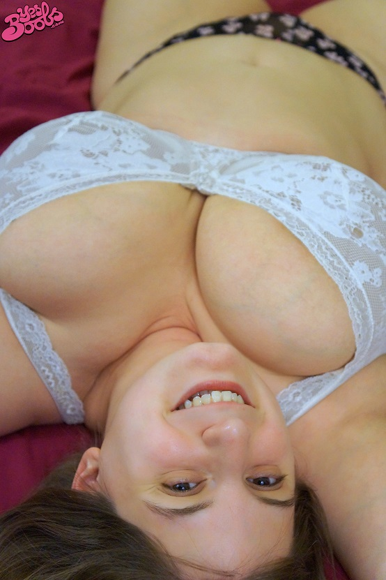 In Bed with Sarah Rae huge boobs bbw model